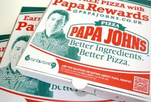 Kod QR na opakowaniu pizzy zachęcający do oceny